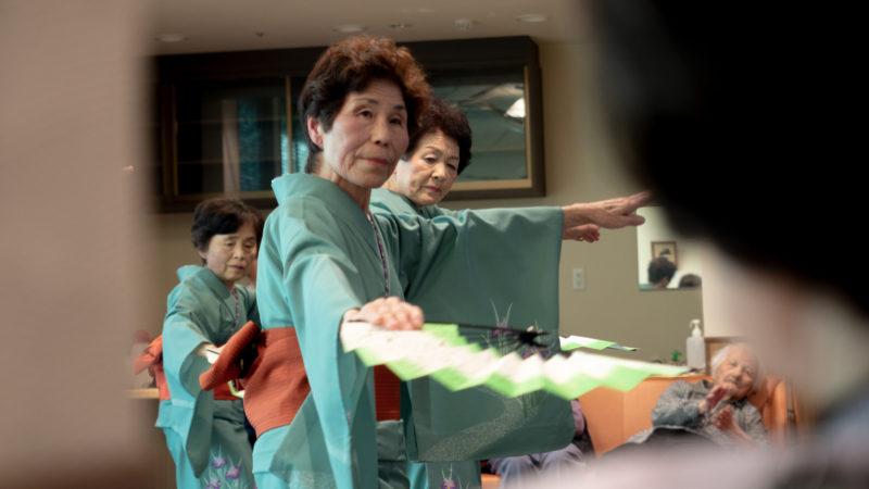 特別養護老人ホームふたみ苑にさつき会様が慰問に来てくださいました!
