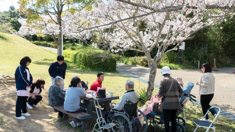 特別養護老人ホームうがた苑が志摩市阿児アリーナへお花見に出かけました!