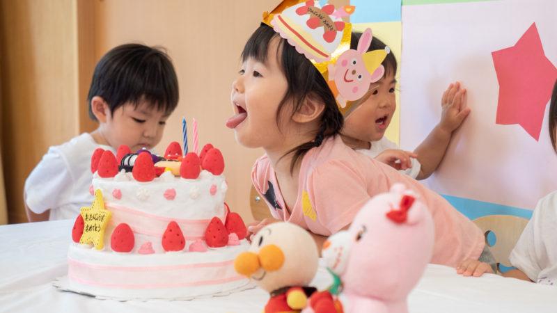 グローバルキッズルームうがたで「8月のお誕生日会」を開催しました!