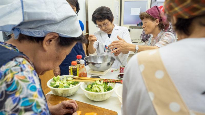 特別養護老人ホームあらしま苑が鳥羽市小浜町の小浜公民館で料理教室を開催しました!