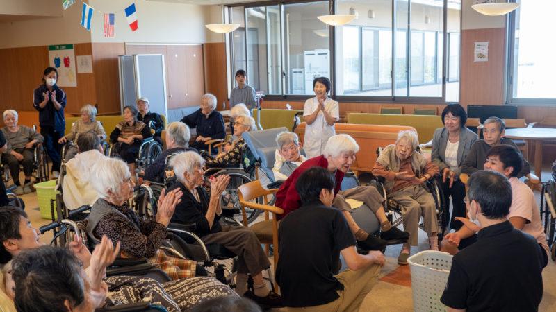 笑いと白熱の接戦!特別養護老人ホームあらしま苑で運動会が開催されました!