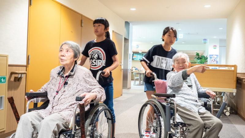 特別養護老人ホームふたみ苑で「夏休みちょこっと福祉体験」を開催!