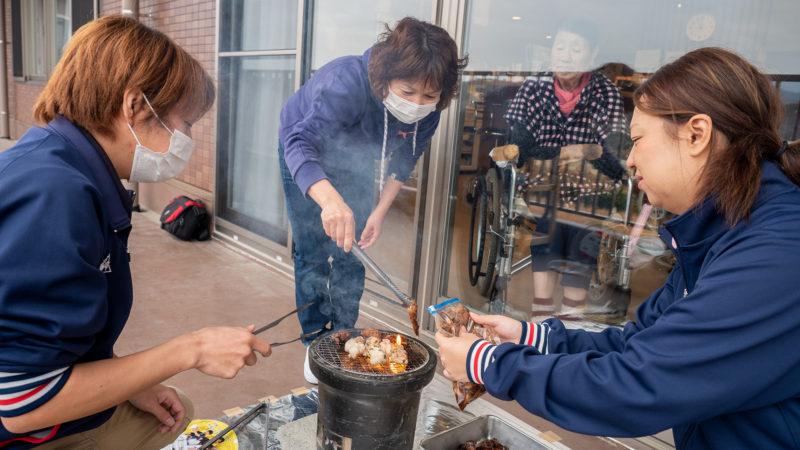 ふたみ苑でユニット忘年会を開催!七輪で焼いたお肉とお鍋を味わいました!