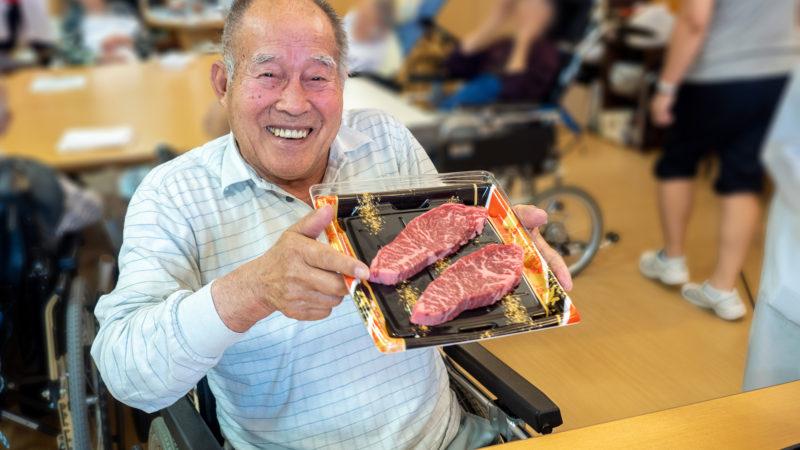 「ステーキが食べたい!!」を実現!うがた苑で誕生日会を開催しました!