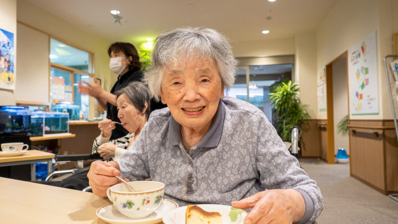 ベイクドチーズケーキをご提供!ふたみ苑で11月の「Cafeふたみ」を開催しました!
