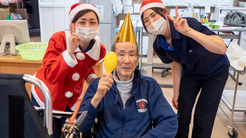 うがた苑本館多床室で「12月の誕生会&クリスマス会」を行いました!