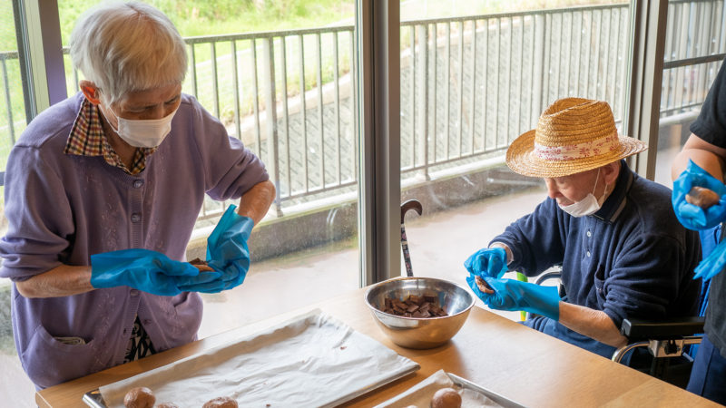 ふたみ苑でパン作りを開催!人気のチョコパンを作りました!