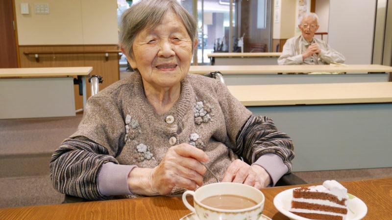 人気のココアケーキが再登場!ふたみ苑で6月の喫茶ふたみを行いました!